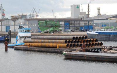 Transport tubular piles to Hollandse Brug